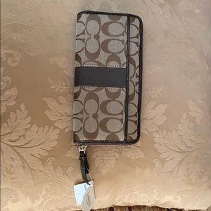 Coach wallet - - never used